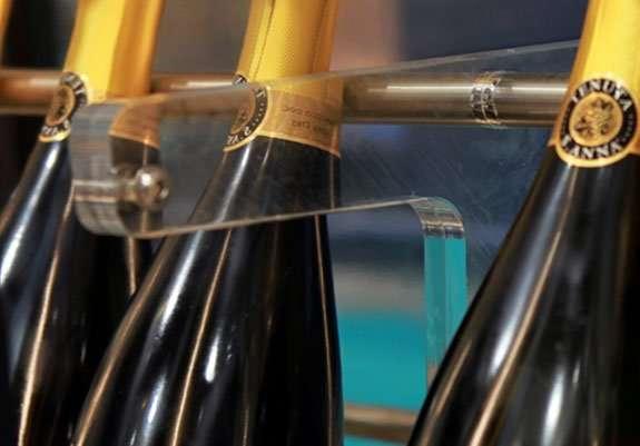 Ripiano con tubi in acciaio e inserti in plexiglass